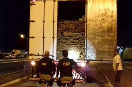 Carga de madeira transportada ilegalmente é apreendida em Picos