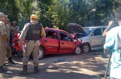 Grave acidente deixa duas pessoas mortas e cinco feridas