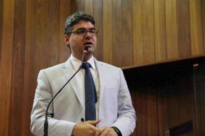 Luciano Nunes afirma que decisão de continuar na base Temer dividiu o partido
