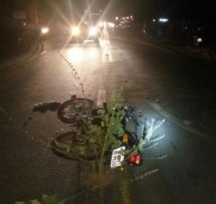 Motociclista morre em colisão com um carro...