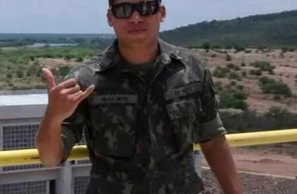 Irmã de jovem morta por tenente permanece em observação no HUT