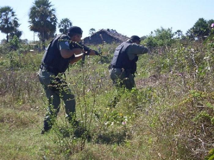 Bandidos fazem arrastão em residência e são perseguidos pela polícia