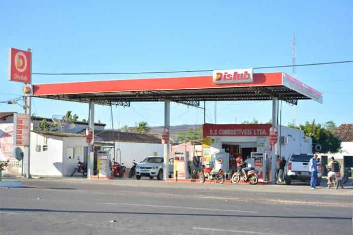 Gerente é alvejado durante arrastão em postos de gasolina