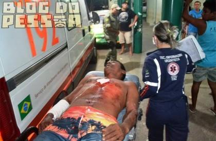Briga acaba com um homem baleado e outro esfaqueado...
