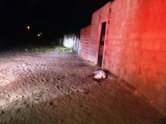 Homem é morto a facadas e tem cabeça decepada em Parnaíba