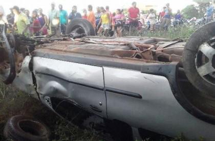 Mulher morre em acidente de carro e motorista foge