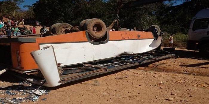 Ônibus tomba e deixa 15 pessoas feridas em Uruçui