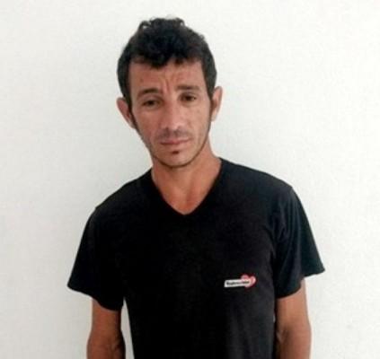 Polícia prende homem acusado de homicídio em...
