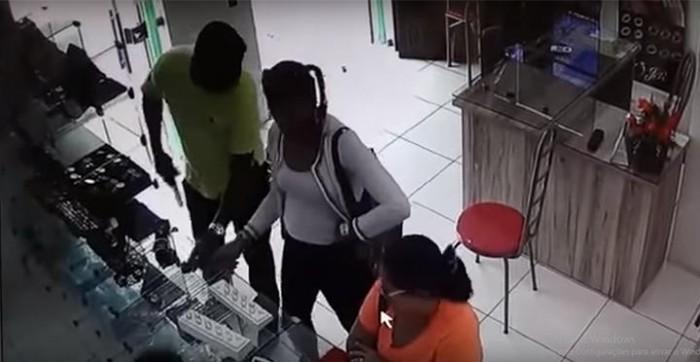 Vídeo mostra imagens da ação dos assaltantes em joalheria de Parnaíba