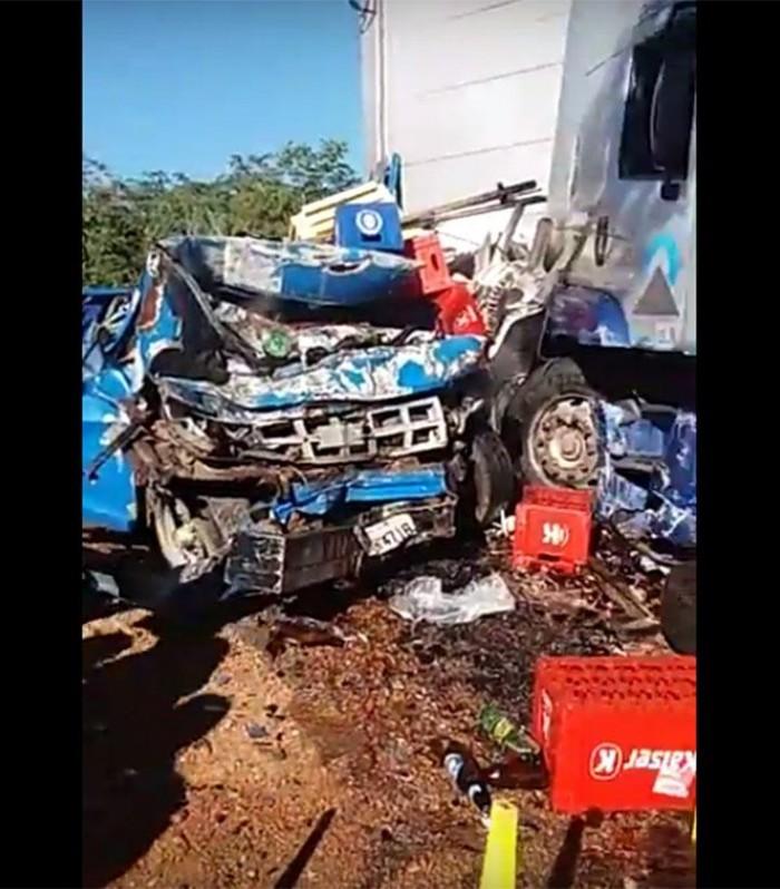 Acidente deixa uma pessoa morta e dois feridos na BR-316