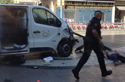 Atropelamento deixa pelo menos 13 mortos em Barcelona