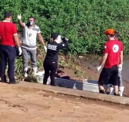 Bombeiros encontram corpo em estado de decomposição...