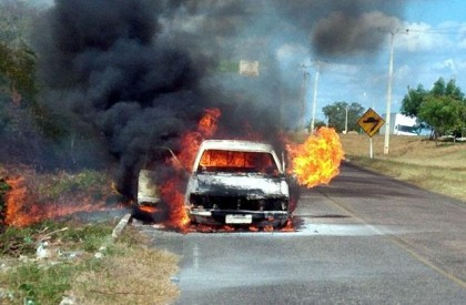 Casal escapa com vida de veículo que pegou fogo...