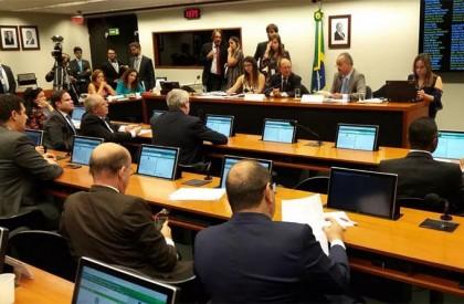 Comissão aprova 'distritão' e confirma criação de fundo eleitoral