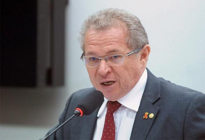 Elevar combustíveis é aumentar a pobreza, diz Assis Carvalho