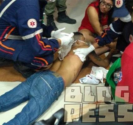 Homem é baleado nas costas após reagir...