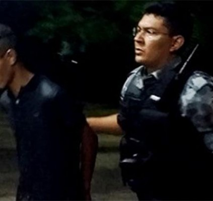 Homem é esfaqueado durante tentativa de assalto...