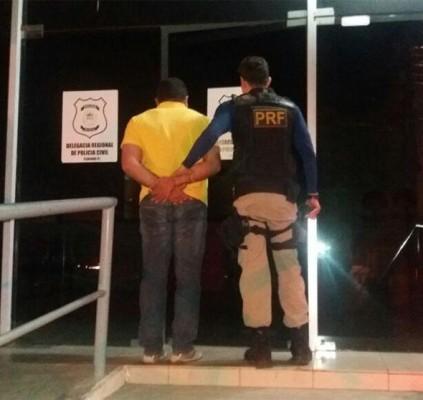 Homem é preso com carteira de motorista...