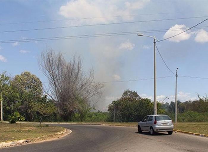 Incêndio na Av Cajuína chama atenção para início de altas temperaturas