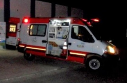 Jovem morre após colidir moto com ônibus em Altos
