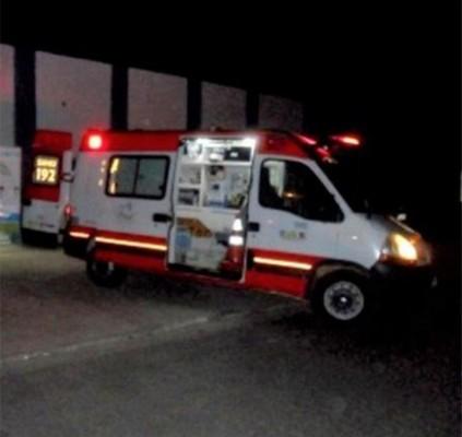 Jovem morre após colidir moto com ônibus...