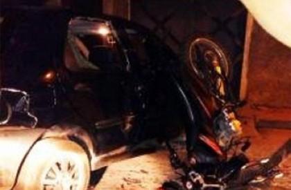 Menino de 12 anos fica ferido após colidir motocicleta...