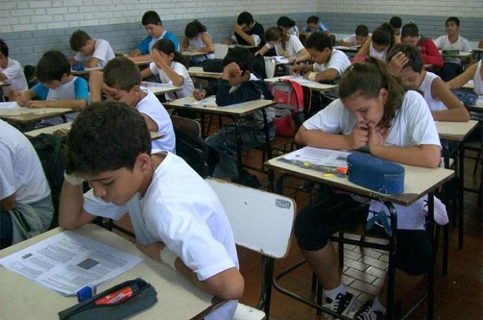 MP investiga escola por falta de aula de português em Altos