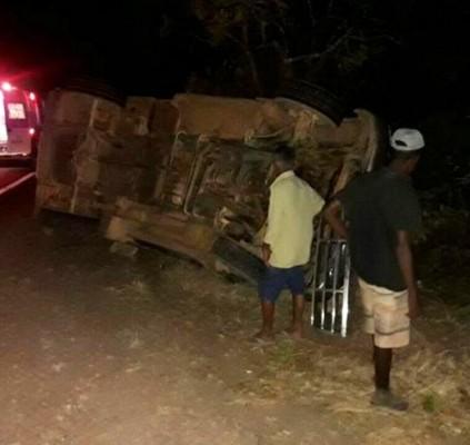 Pedestre morre após ser atropelado por caminhonete...