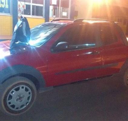 Polícia persegue bandidos e apreende veículo roubado...