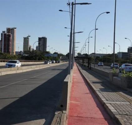 Ponte JK agora tem passeio para pedestres,...