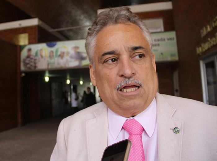 Robert rebate crítica e desafia Ciro a participar da caravana de Lula