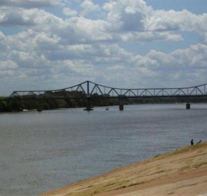 THE: Comerciante tenta atravessar rio Parnaíba a...