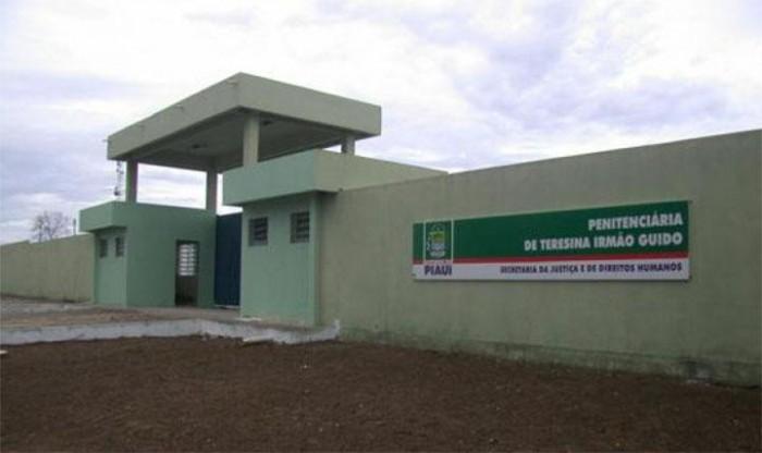 Agentes abortam tentativa de fuga de presos na Irmão Guido