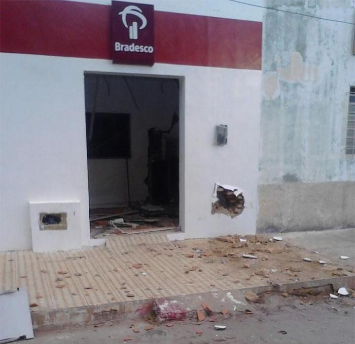 Bando explode dois postos do banco Bradesco no Sul do Piauí
