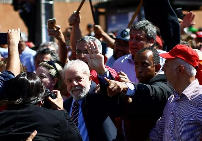 Começa interrogatório de Lula com juiz Sérgio Moro em Curitiba