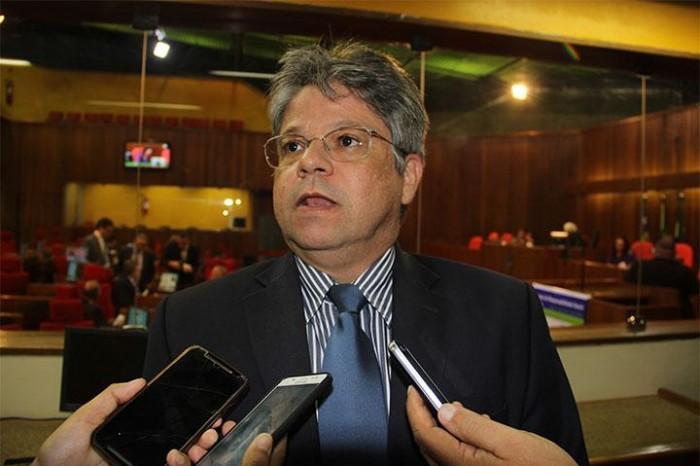 'Não fazemos torcida do quanto pior melhor' afirma Gustavo Neiva