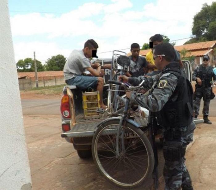 Polícia estoura boca de fumo e prende três pessoas em José de Freitas