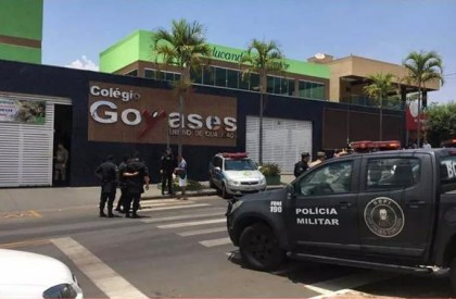 Aluno atira e mata dois estudantes em escola de...