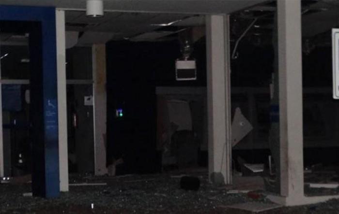 Bando explode agência da Caixa Econômica Federal em Oeiras