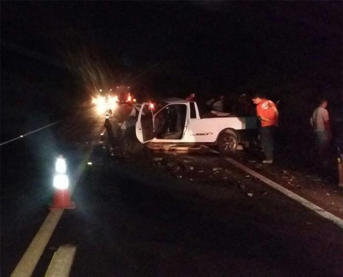Colisão entre dois carros deixa uma pessoa morta e outra ferida na BR 316