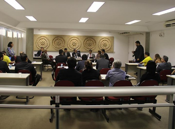 Deputados batem boca em discussão de projeto que aumenta ICMS