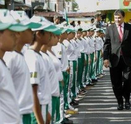 Governador participa de solenidades e inaugurações no...