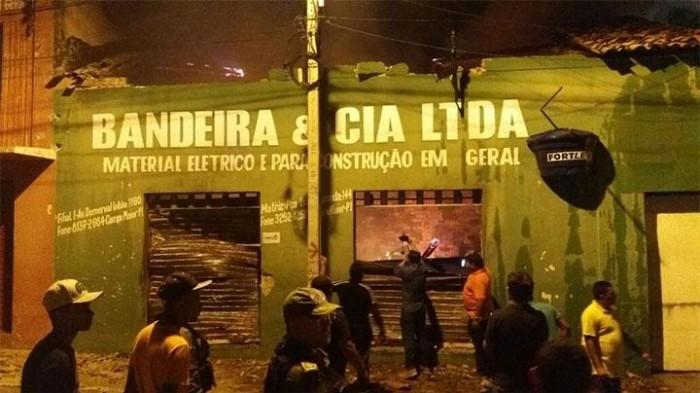 Incêndio deixa loja de materiais de construção destruída em Campo Maior