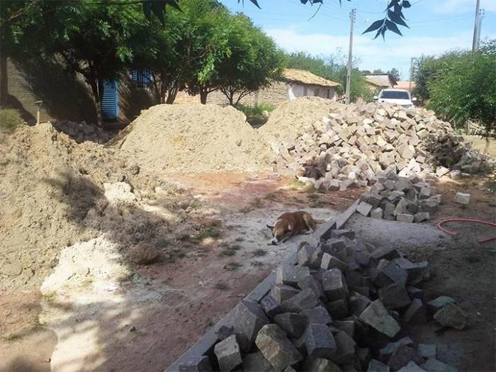 Iniciada obra de calçamento no Assentamento Paraíso em Barras