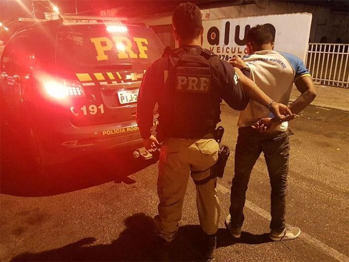 Jovem é preso por desacato e direção perigosa em Altos