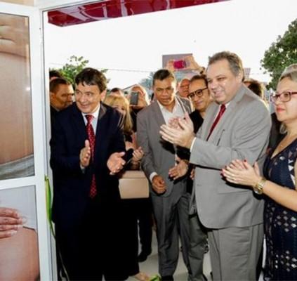 Wellington inaugura centro de parto normal em...