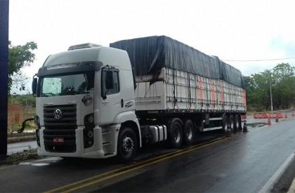 Caminhão carregado de madeira ilegal é apreendido em Floriano