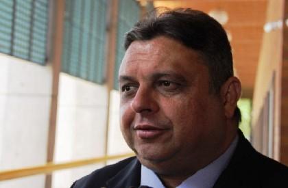 Definição de chapa cabe ao governador, diz Júlio Arcoverde