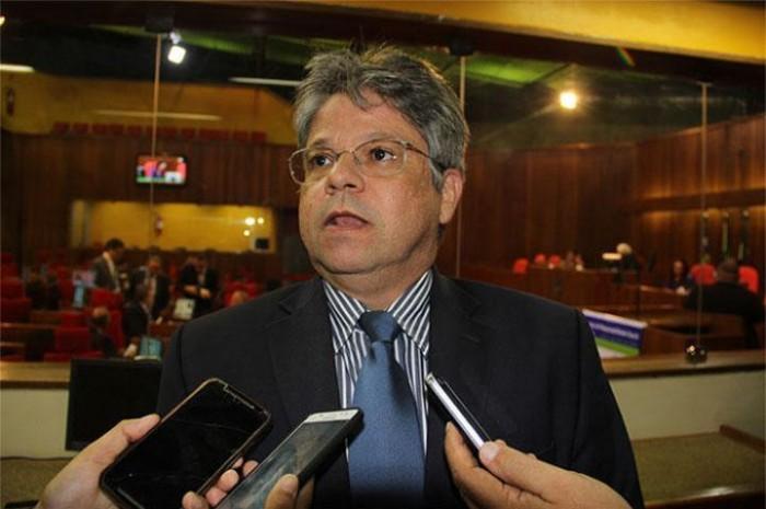 Deputado Gustavo Neiva contesta a premiação das PPPs do Piauí