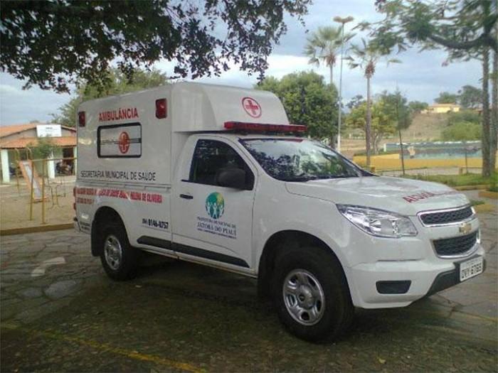 Dois bandidos usam ambulância para realizar assaltos em Assunção do Piauí
